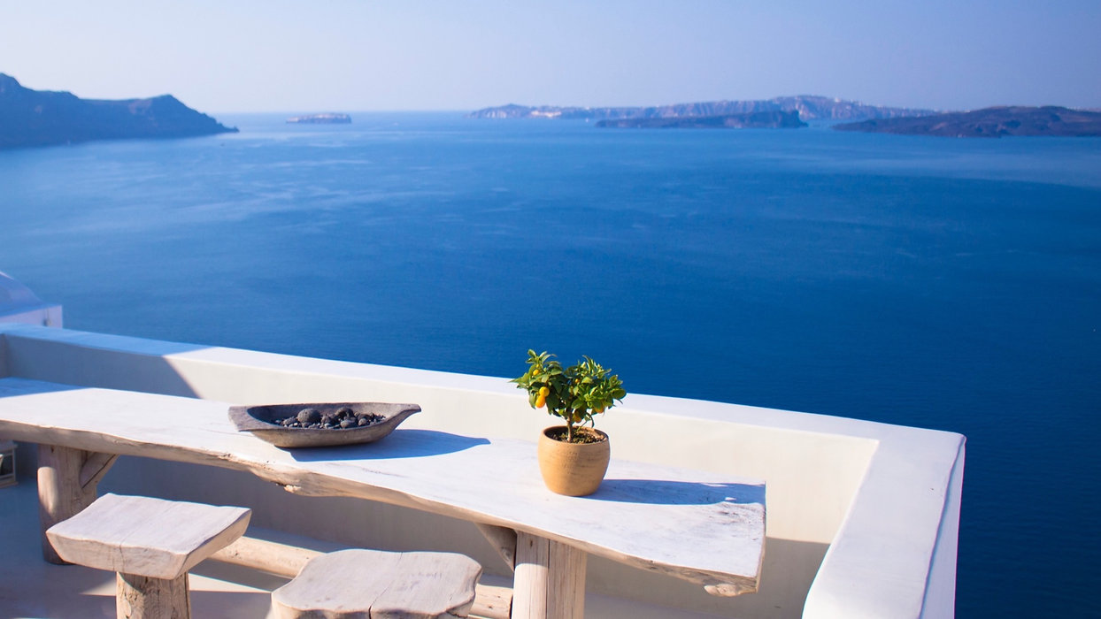 Very%2520Greek%2520table%2520and%2520vie