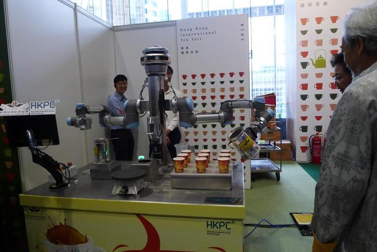 人工智能沖奶茶機械人「金仔 KamChAI」