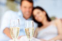 couple-drinking-champagne_tnjjbd.jpeg