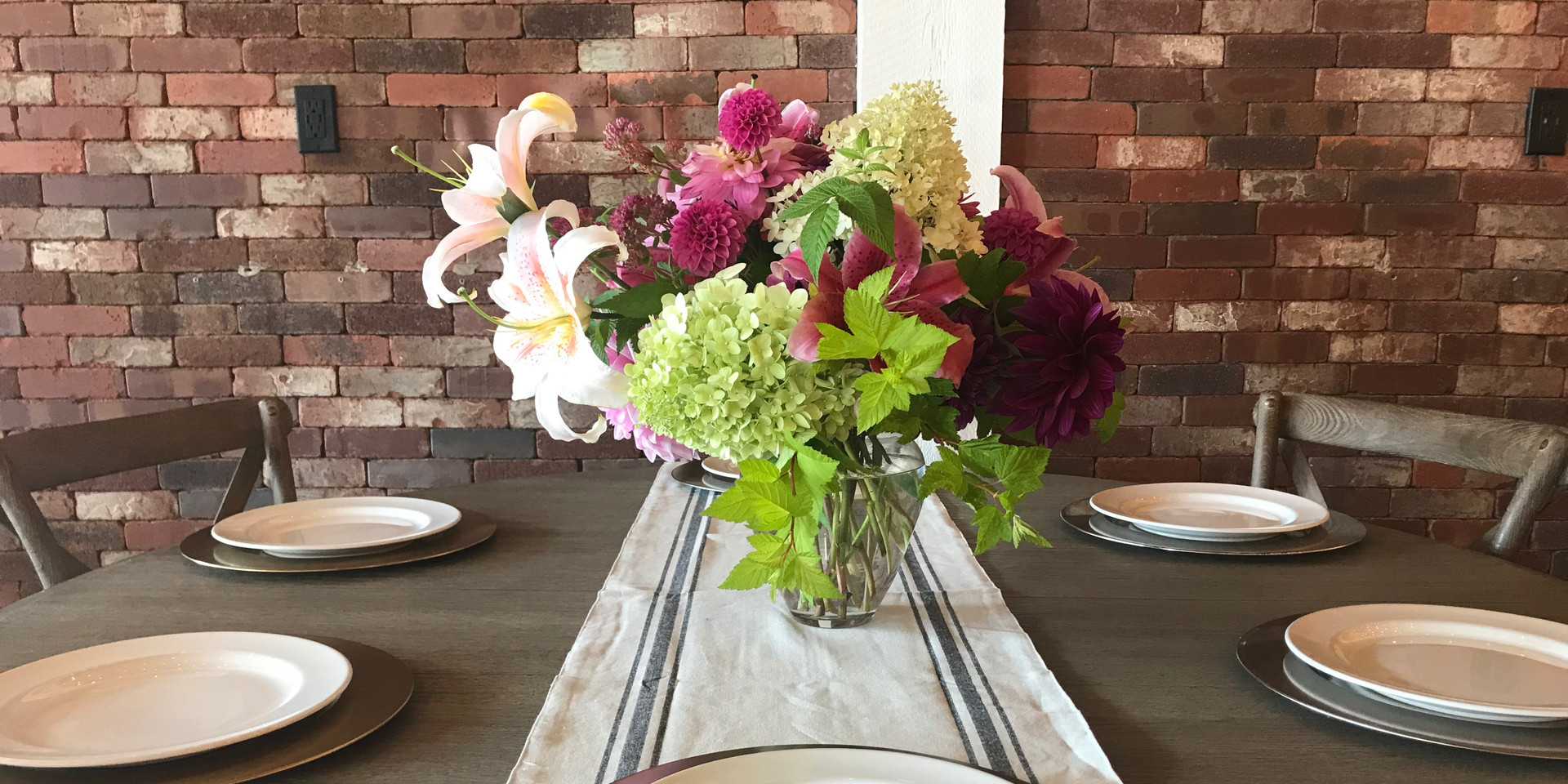 Table setting with flowers (002).jpeg