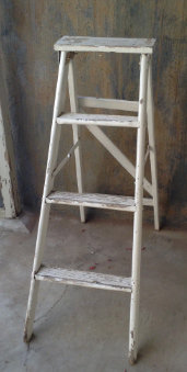 MD064a - Large Shabby Chic Ladder Distressed