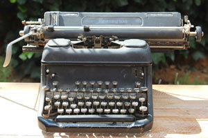 MD0504 - Vintage Typewriter