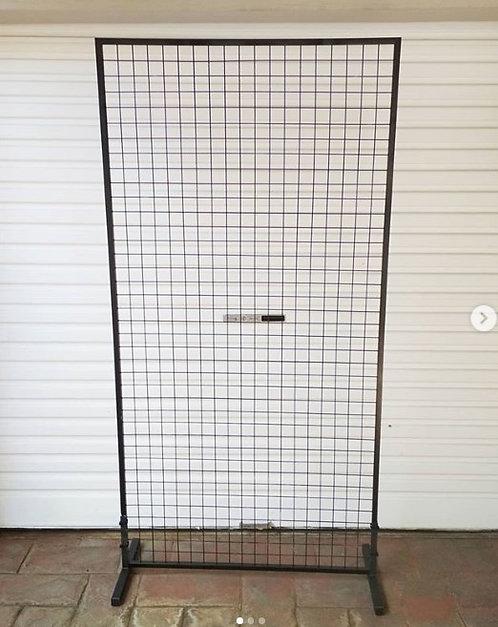 MD098a - Black mesh screen backdrop