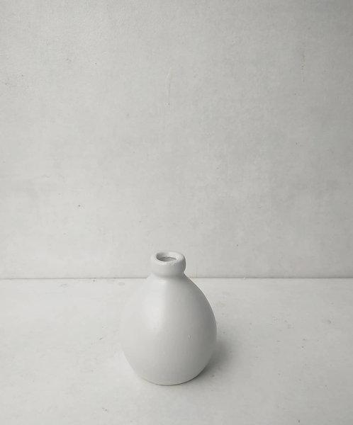 MD028b - Light grey ceramic bud vase