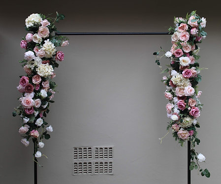 MD025b - Lush garden style garland with mauve, blush and white flowers