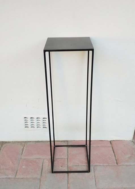 MD068a Black Plinth Centerpiece