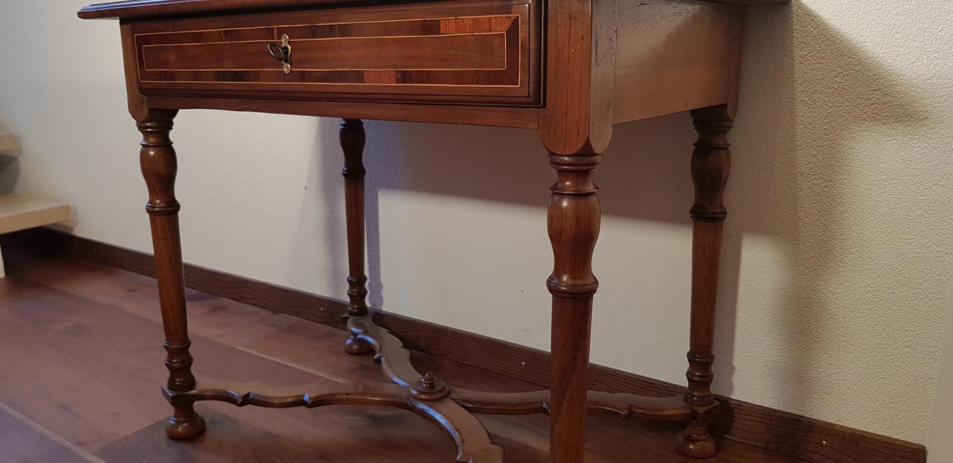 Biedermeier Tischli restauriert