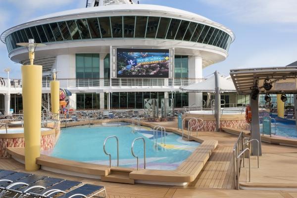 Movie screen Navigator of the Seas