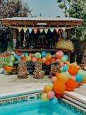 Tiki Bar Balloon Garland