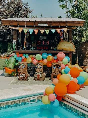 Tiki Bar Balloon Garland