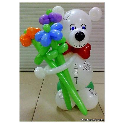 Мишка Тэдди с букетом цветов