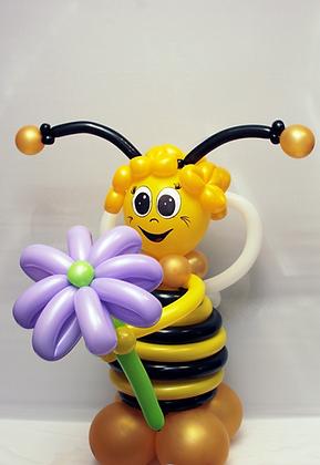 Веселая пчелка с цветком