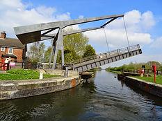 Sykehouse Lift Bridge.jpg