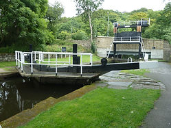 Salterhebble Guillotine Lock.jpg