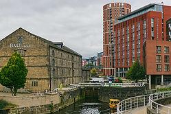 Lock 1 Leeds & Liverpool Canal.jpg