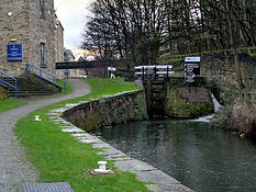 Huddersfield Narrow Canal Lock 1E.jpg