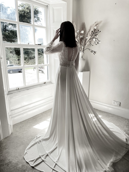EVOLVED BRIDAL STUDIO - Bridal Real Looks in DEVON AND CORNWALL