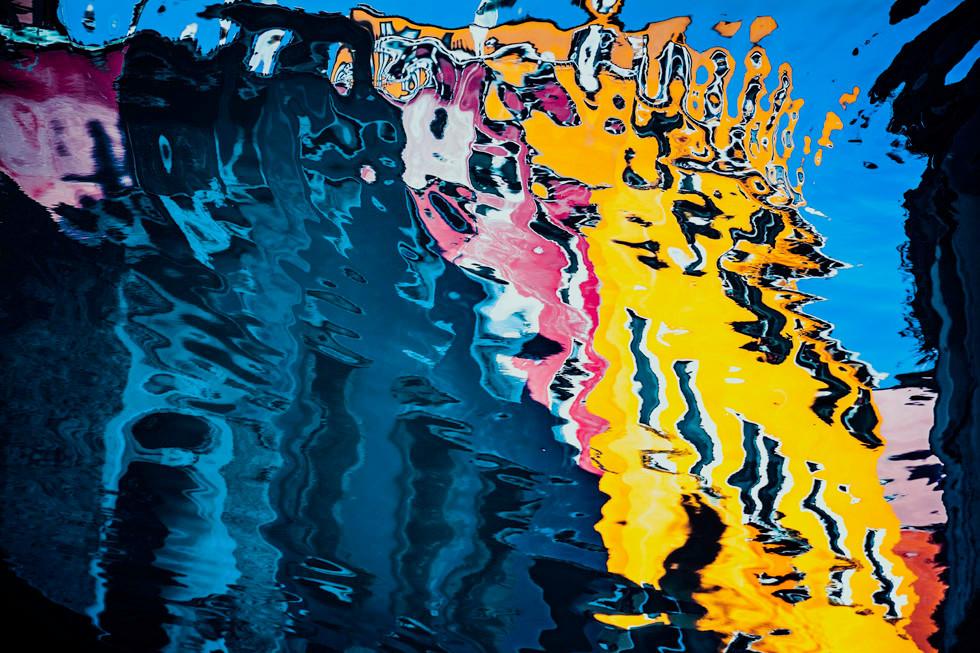 Venezia, riflessi sul canale