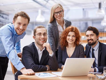 Jak zwiększać zaangażowanie u Handlowców? Poznaj 7 filarów budowy zaangażowanego środowiska pracy.