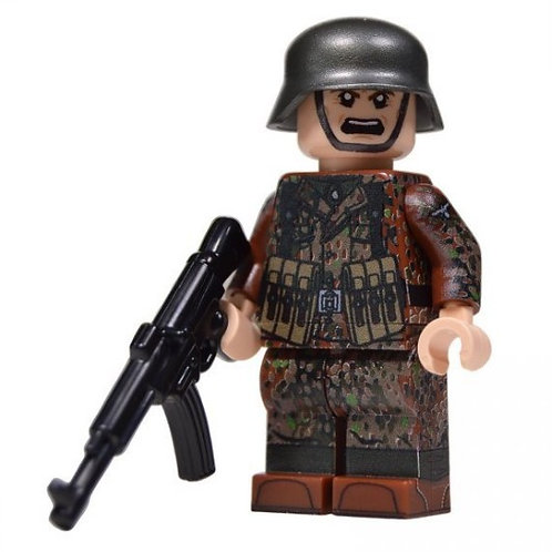 WW2 German Soldier in Autumn Dot 44 Camo (STG44)