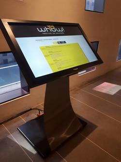 Locação totem touch screen