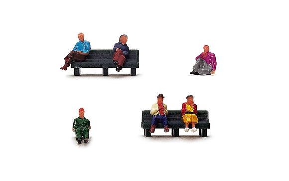 Hornby Sitting People - R7119