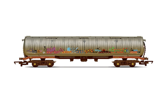 Hornby 100T tanker Heavily weathered and graffiti - R6967