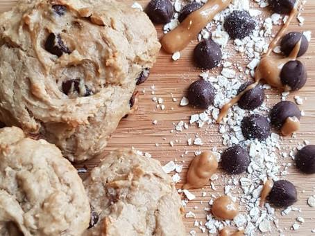Galletas de crema de cacahuate, plátano y chispas de chocolate | Recetas