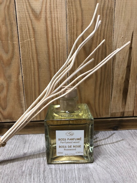Bois parfumé flacon verre 200 ml + rotins