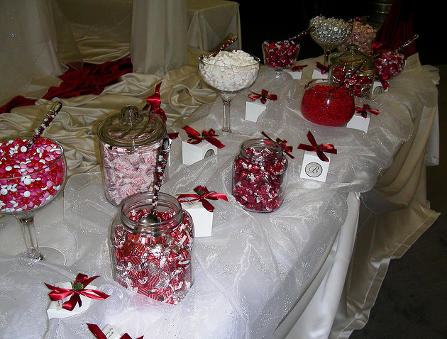 red-pink-white-candy-buffet.png