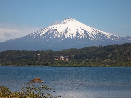 Volcan_y Lago Villarrica,_Southern_Chile
