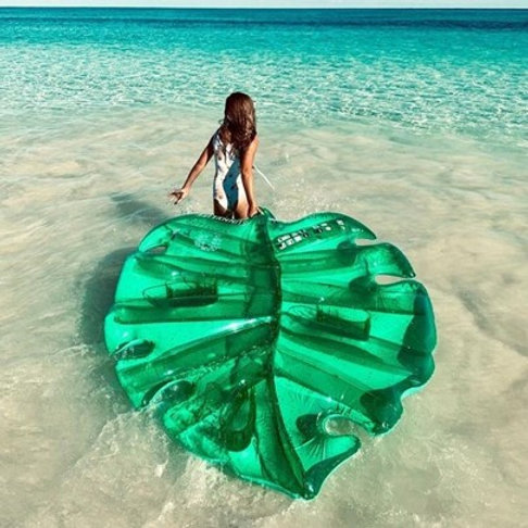 [Sunny Life] Luxe Lie-On pool Float Monstera Leaf