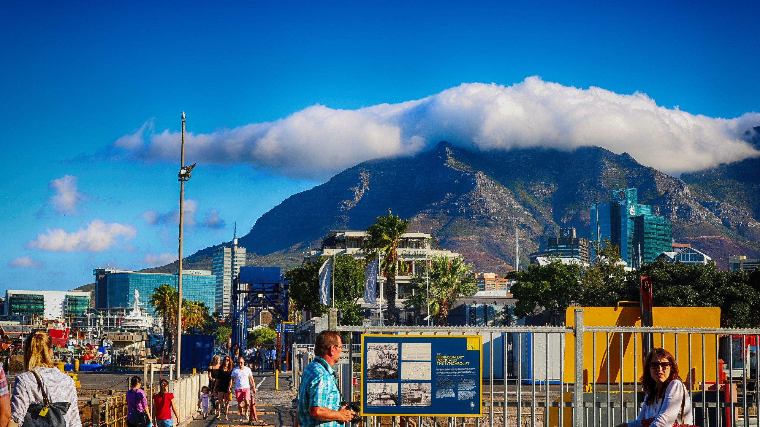 Foodmarket, people, laughing, Table Mountain view,