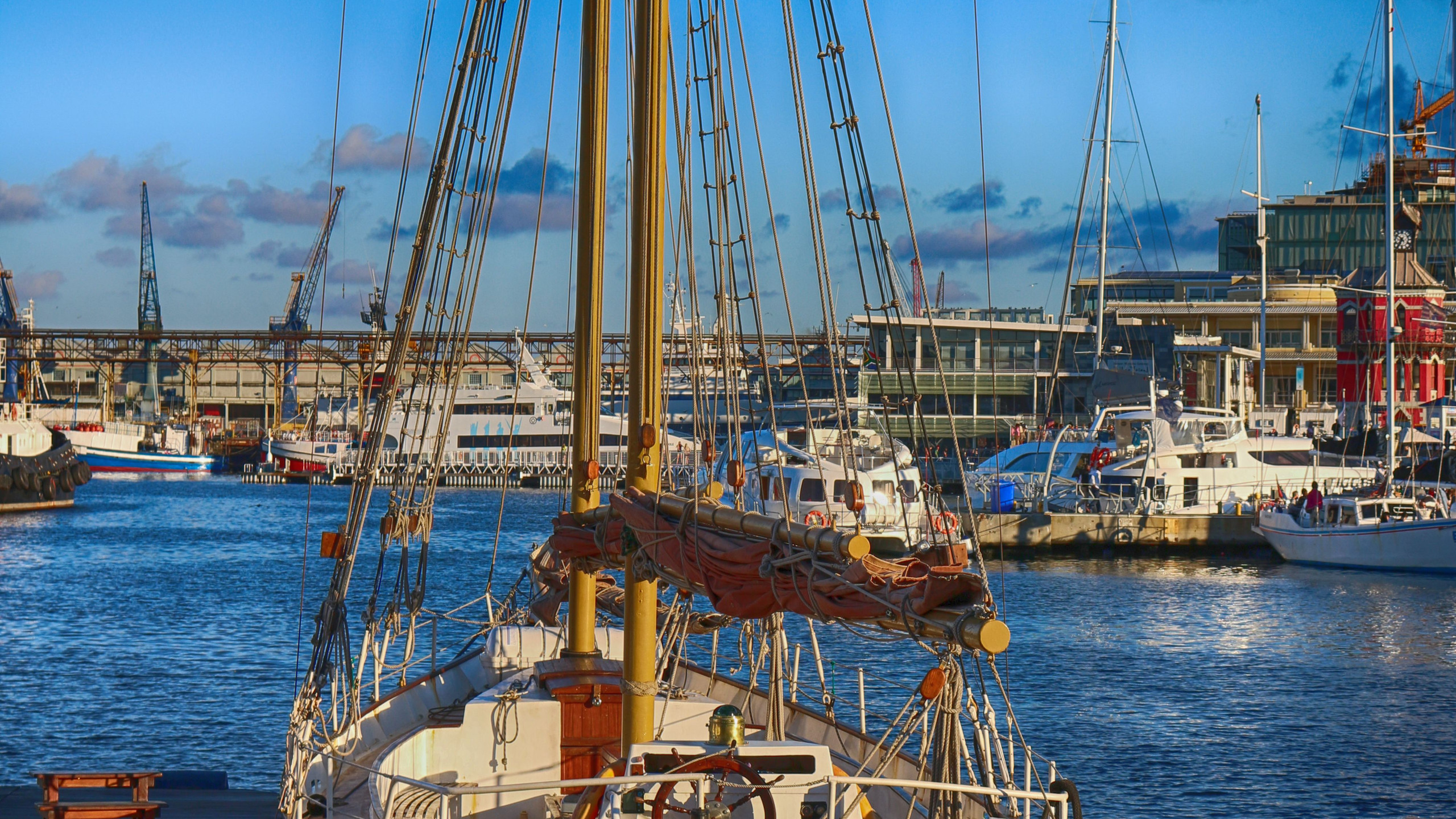 Old sailingboat in the haven of capetown