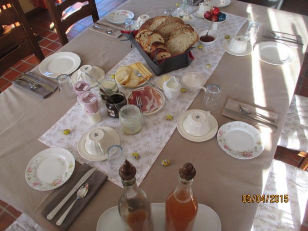 Petit déjeuner Pâques.JPG