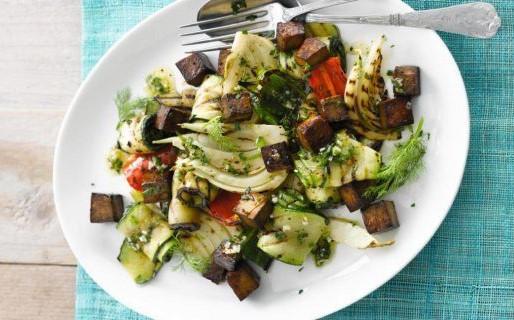 Ensalada de Verduras Asados con Tofu (Geroosterde groentensalade met tofu)