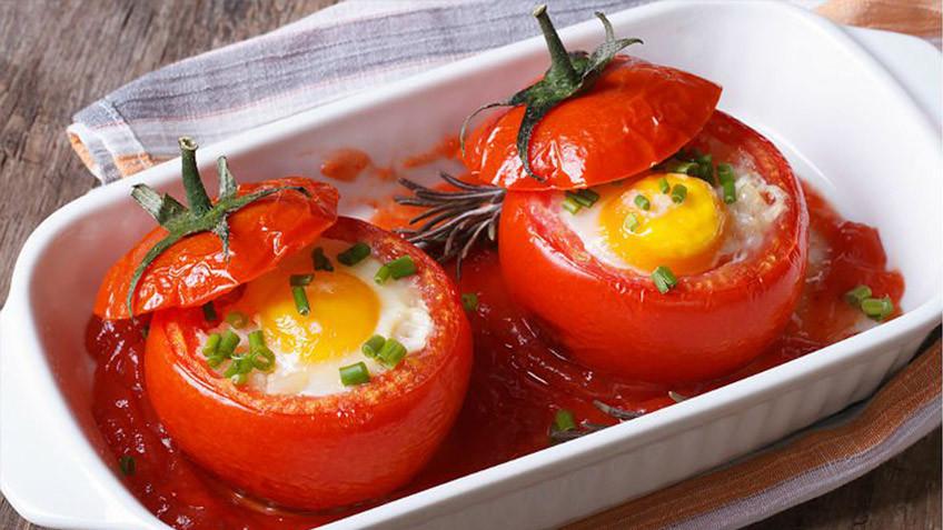 Tomaten, ei, spaanse delicatessen, kaas, olijfolie