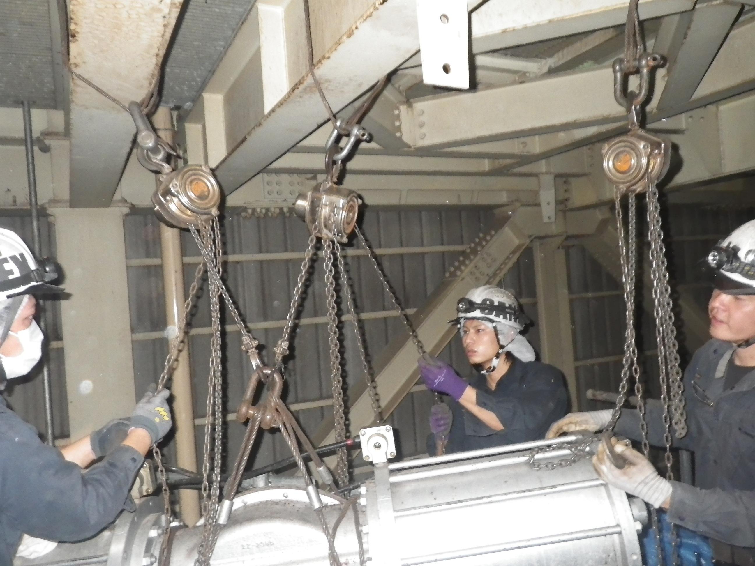 アクチュエーター吊り移動中
