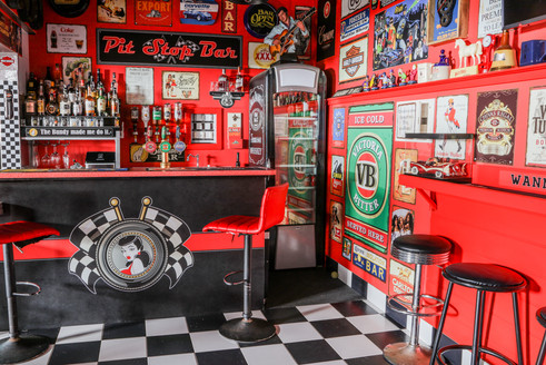 Pit Stop Bar - Bar Scene
