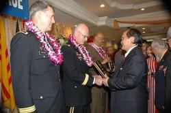 O.NHC trao bang luu niem Tuong HK (31-5-09)