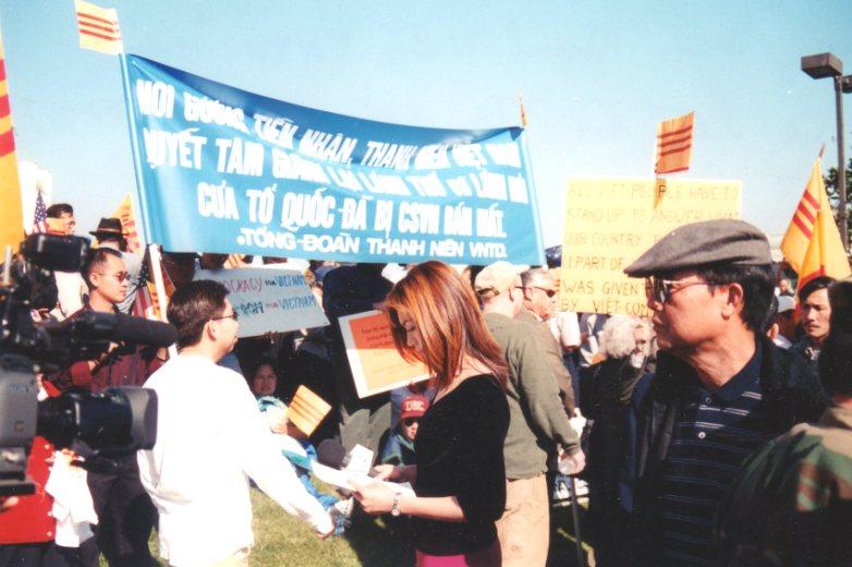 Hội Đồng Đại biều CPVNTD và Khu Bộ Nam Cali ĐDTVN tham gia biểu tình tại Bolsa chống TQ xâm lược