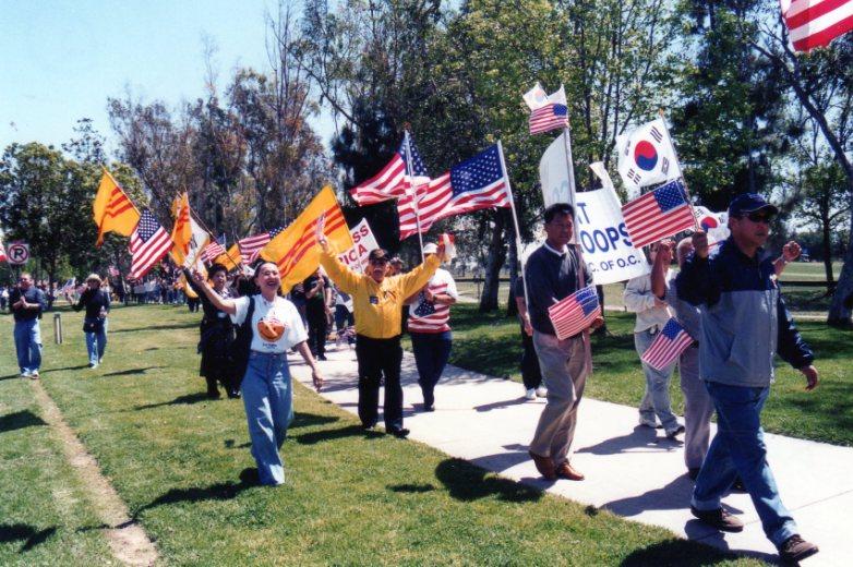 Cơ sở Nam Cali của CPVNTD và ĐDTVN cùng tham gia biểu tình ủng hộ tinh thần Liên minh QT chống khủng
