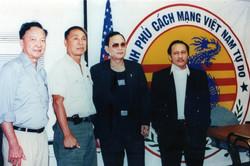 Chiến hữu Lý Tống thăm VP CPVNTD (người bìa trái là Chiến hữu Phan Thiện Vinh