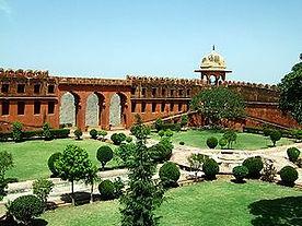 300px-Rajasthan-Jaipur-Jaigarh-Fort-comp