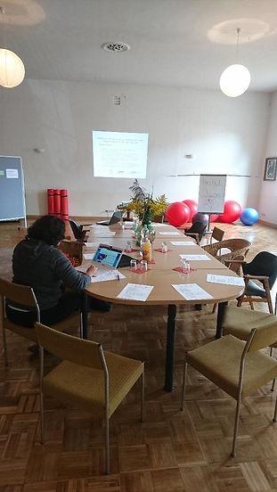 12. Saal mit Konferenztisch.jpg