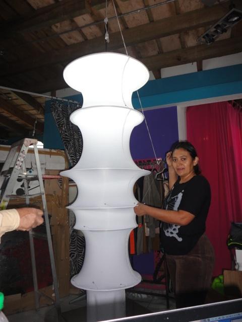 COSTURERA Y LAMPARAS EN LYCRA.jpg