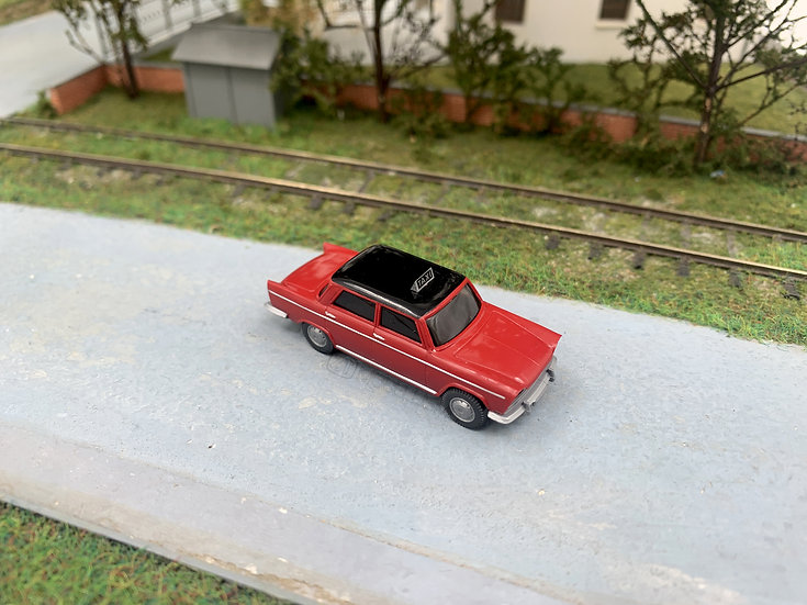 "Blackstar BS00044 - Fiat 1800 ""TAXI"", rosso - H0"
