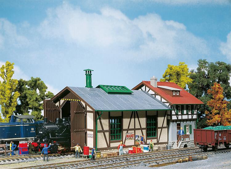 Faller 131287 - Piccola rimessa locomotiva con una casa