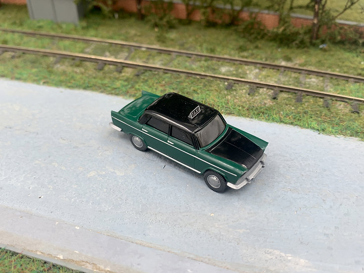 "Blackstar BS00045 - Fiat 1800 ""TAXI"", verde - H0"