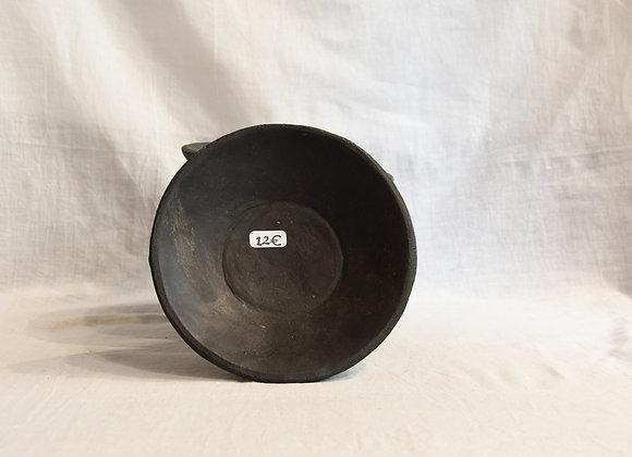 Petite assiette en céramique noire